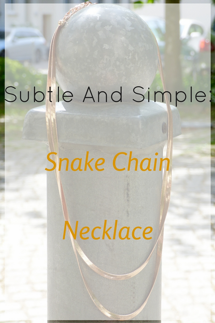 When it comes to jewelry I prefer subtle and simple, and this gold snake chain necklace is so perfect. It's perfect for summer and casual or dressy.
