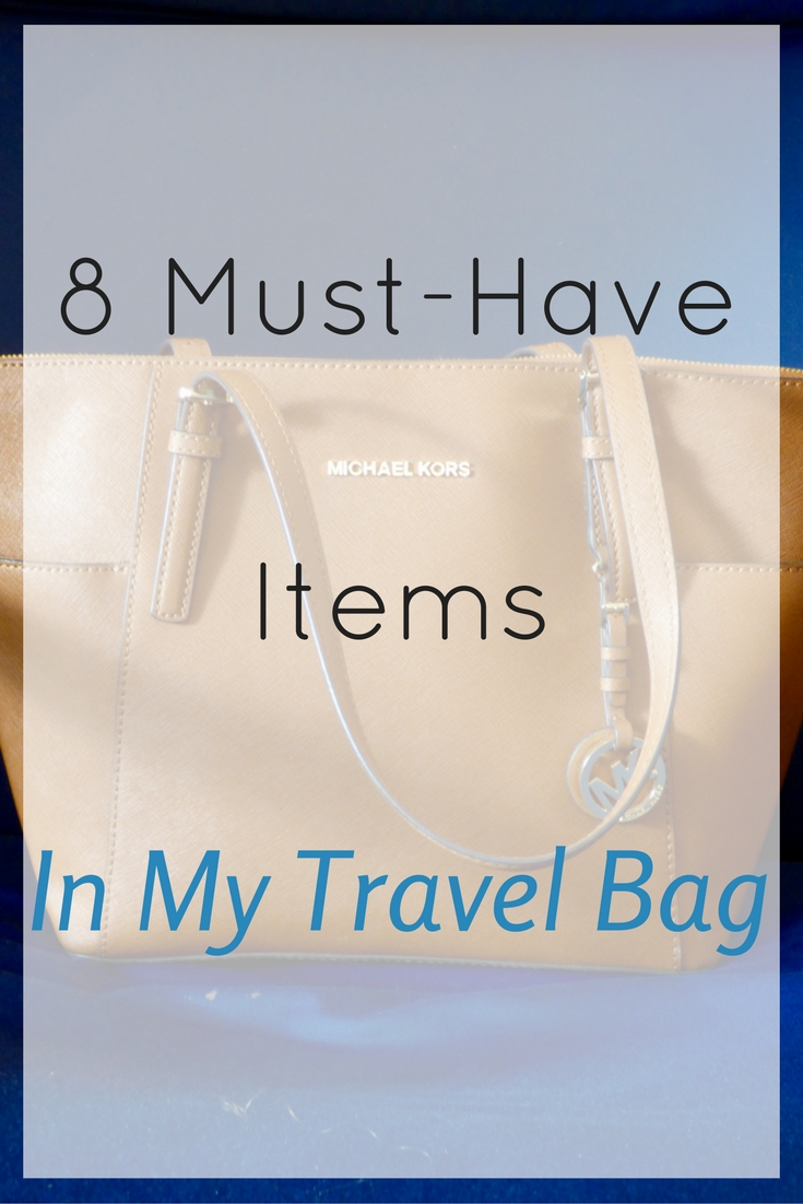 When traveling I prefer to have a carry on, but there are also 8 items that are a must-have for me in my purse/travel bag for easy access during a flight.