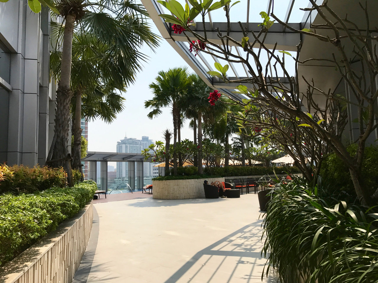 Bangkok Marriott Sukhumvit Hotel review, the pool area